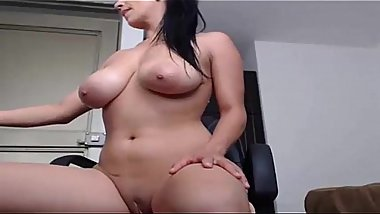 Busty MILF orgasms on camera for you - camdystop.com